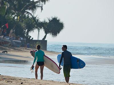 surf school sri lanka working with the local community